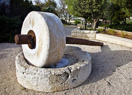 israel-millstone_1154672_inl